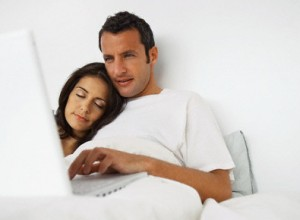 laptop_couple_bed_sleep